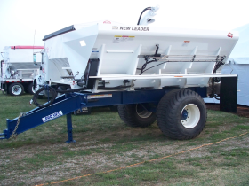 Single Axle Spreader on Duo Lift Trailer